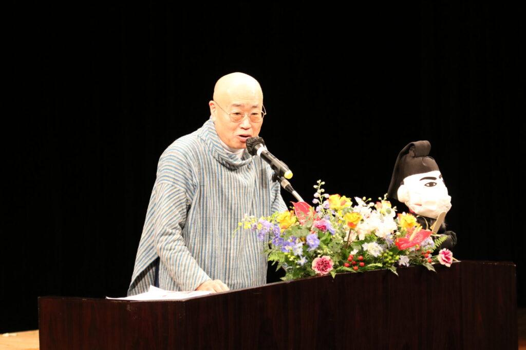 講演中の清水浦安